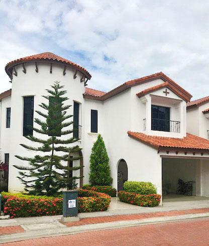 Venta Casa TARRAGONA Via a la Costa, Guayaquil: Preciosa