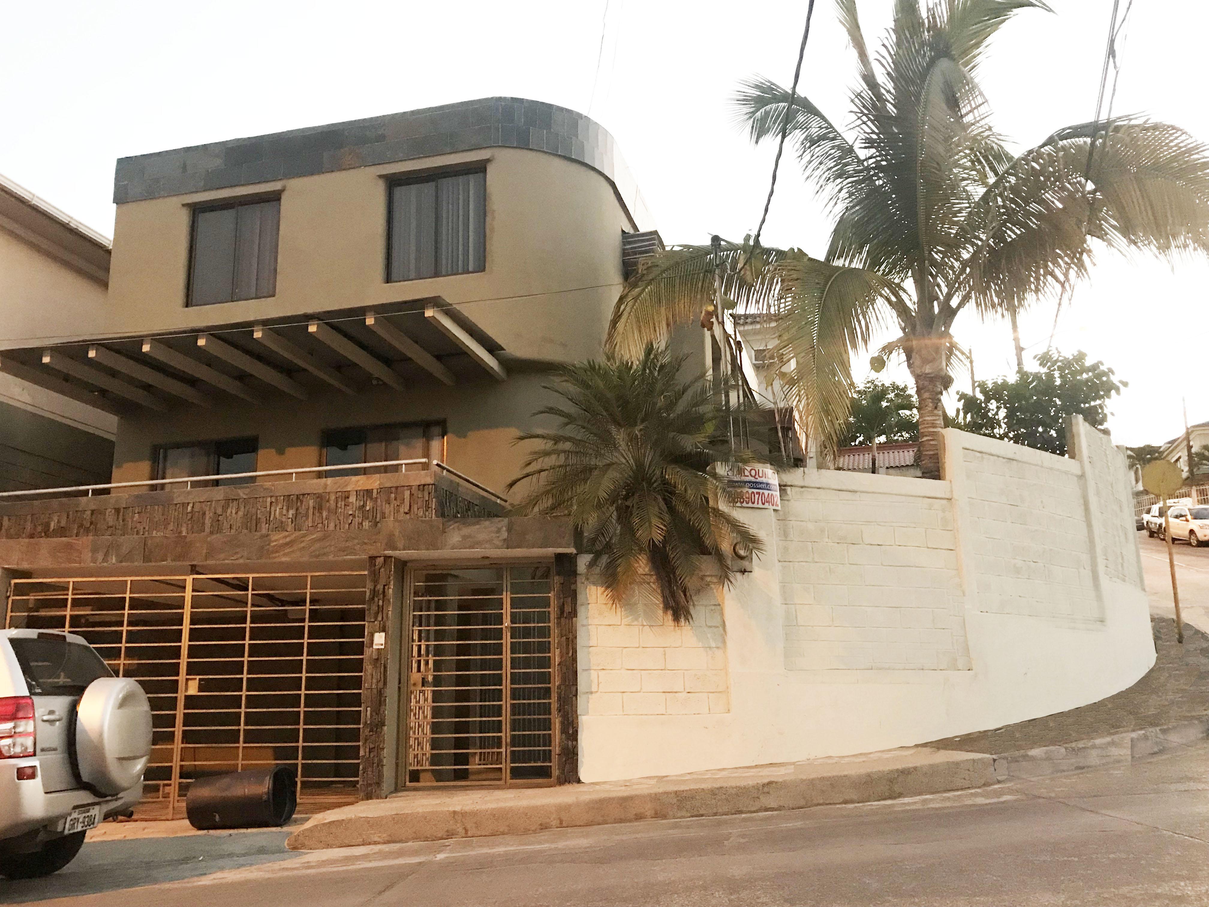 Venta Casa CEIBOS NORTE Via a la Costa, Guayaquil: Muy Cómoda
